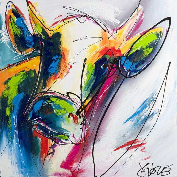 Een schitterend, modern figuratief schilderij van een fel bonte koe. Dit alles tegen een voornamelijk witte achtergrond met een paar gekleurde accent vegen. Een stoer fel bont schilderij voor een modern interieur.