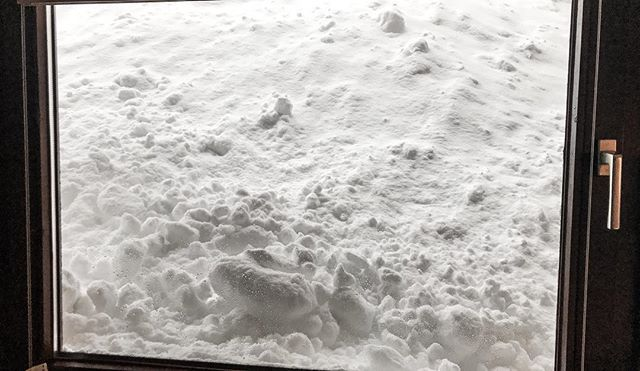 Todays view from our apartments but also dangerous if it goes on like this  #soelden #sölden #neuschnee #powder #Snow