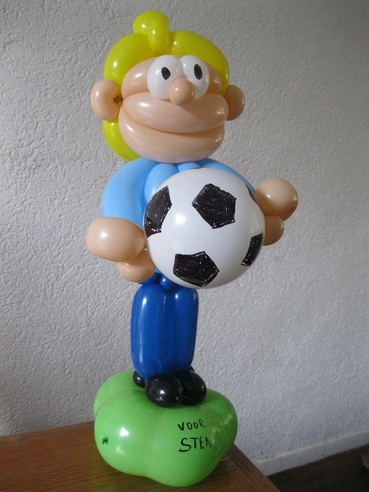voetballer, cadeau voor vriendje van mijn zoon (in de bal zit het geld).