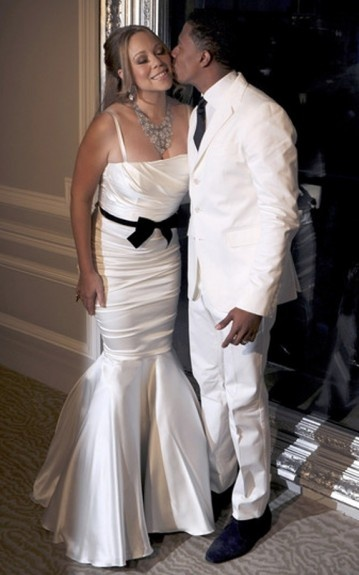 Do you like the mermaid dress Mariah Carey wore for the renewal of her vowels with Nick Cannon in Paris?