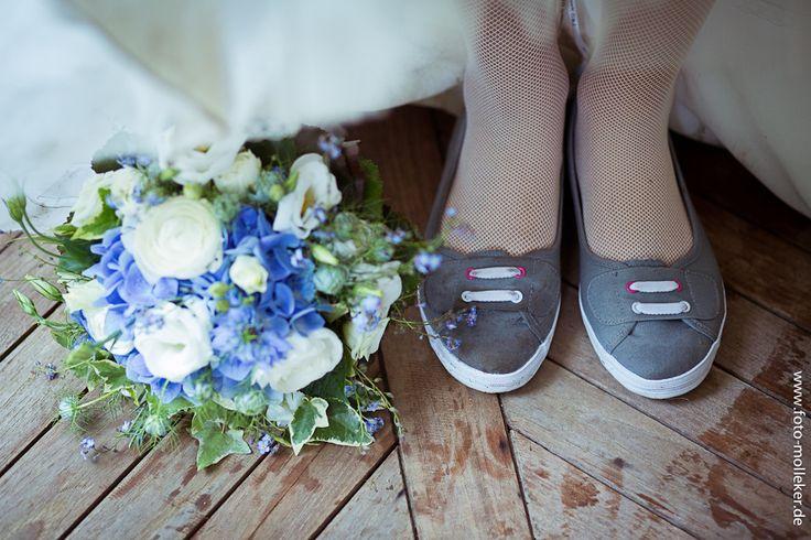 Brautstrauß mit den Waldblumen.