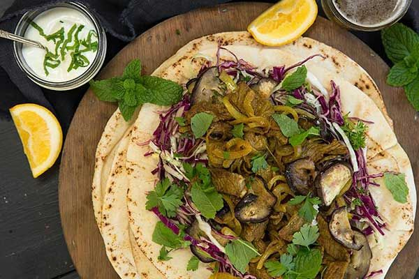 Lamb flatbreads with yoghurt sauce