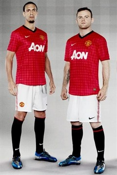Rio Ferdinand, Wayne Rooney, Ryan Giggs and Ji-sung Park model the new Manchester United 2012/13 home kit