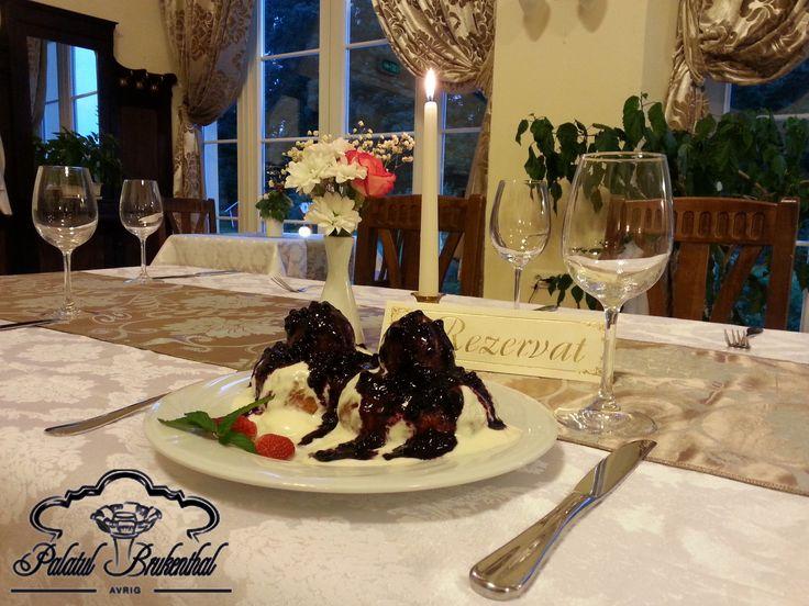 Va asteptam la Palatul Brukenthal Avrig pentru a savura cei mai buni papanasi rumeni, serviti cu smantana si dulceata acrisoara si preparati dupa reteta Brukenthal!