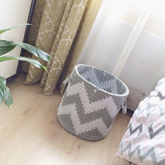 Пусть у каждого в доме звучит своя Соната Уюта . Принимаю заказы на корзины, ковры, подушки, чехлы для гаджетов. ______________________________ Интерьерная корзина для детских игрушек. Состав: 100% хлопок Размер: d34, h32 Цена: 3500₽ Выбор цвета: здесь  @sonata_palitra Рекомендации по уходу: ручная и автоматическая стирка при t30