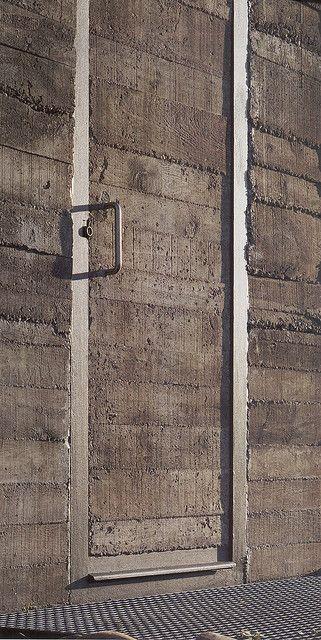 Concrete Door at De Blas house / Alberto Campo Baeza