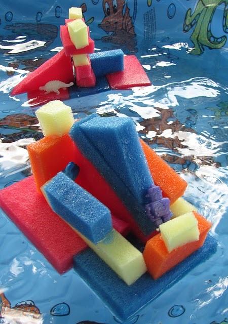 Sponsbootjes maken en meenemen in bad of in een grote bak water!