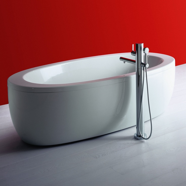 We love this freestanding bath from the Il Bagno Alessi One range by Laufen.
