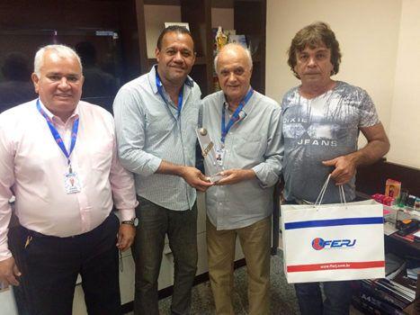 Liga de Seropédica recebe troféu de Campeão da Região da Baixada Fluminense