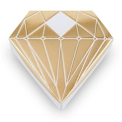 Box Diamante Oro, confezione da 10 pezzi Bellissime scatoline portaconfetti dalla serie diamante metal colore oroPerfetto anche per l'anniversario delle nozze d'oro Misura 8.5cm (L) x 3.2cm (W) x 8.0cm (H) Confezione da 10 pezzi. - Confetti e Fai da Te, Scatoline Portaconfetti -   Questi simaptici box sono idealei da utlizzatec ome portaconfetti, come idea originale   per una bomboniera economica o per simpatico segnaposto, segantavolo.      Misure: 8.5cm (L) x 3.2cm (W) x 8.0cm (H)…