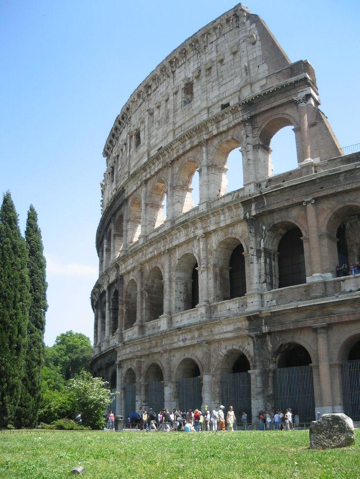 #Roman #Colosseum exterior #italy #ruins
