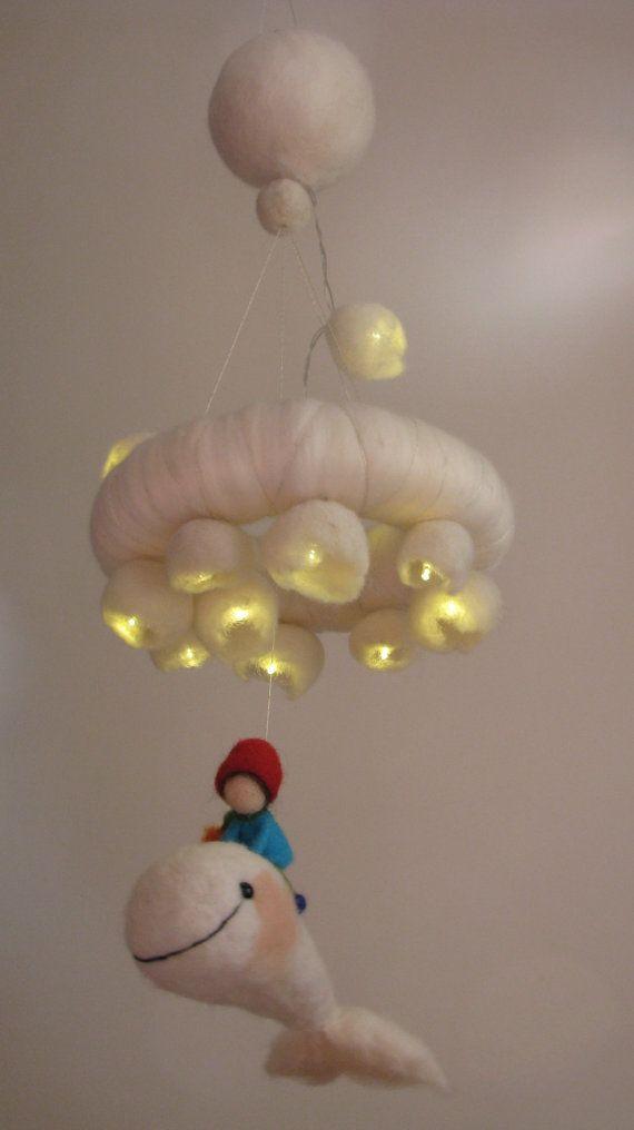 Bambini Ago infeltrito mobile balena bianca con LED luci