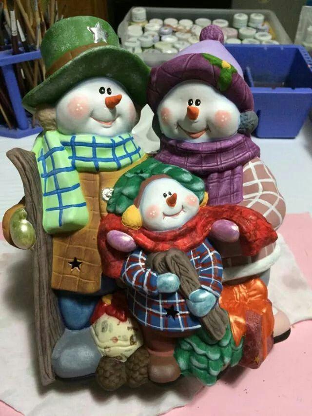 Monos de nieve en familia