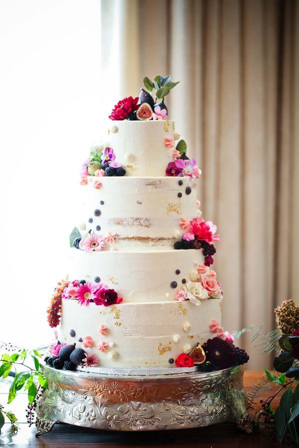 garden wedding cake - photo by Love Ya Jess http://ruffledblog.com/vintage-london-wedding-inspiration