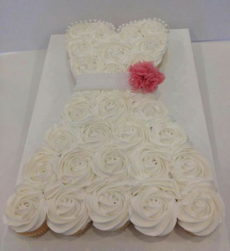 Un pastel de cupcakes para la novia...