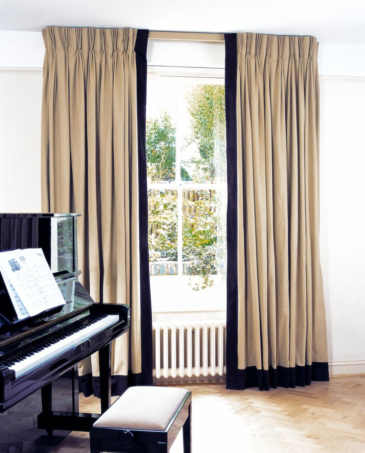curtain with accent color on leading edge/bottom  Prêt à Vivre | Design Ideas - covered lath + leading & bottom edge borders