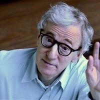 Um dos cineastas mais profícuos da atualidade, Woody Allen fez 77 anos no último dia 1º de dezembro. Fazendo um filme por ano, ele nem sempre agrada à crítica. Há uma minoria considerável que só o vê como protagonista de um escândalo. Mas para seus fãs, ele sempre será um gênio. Para os apreciadores do bom cinema, ele será sempre um autor de grandes sacadas.