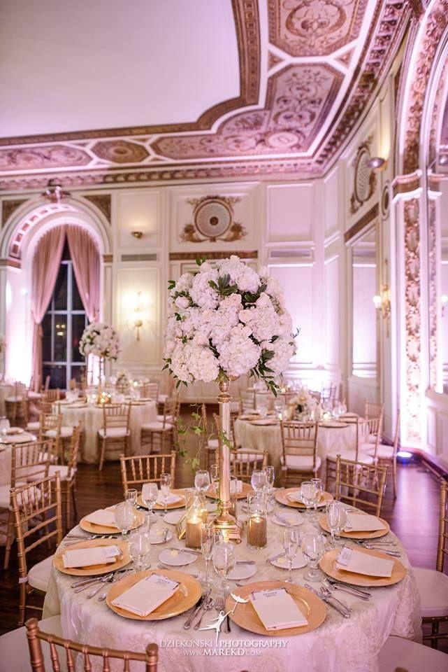 Colony Club Detroit, MI wedding centerpiece and table setup