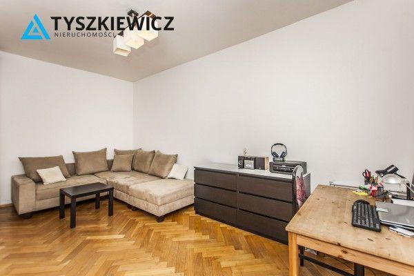 Wygodne mieszkanie w samym centrum Gdyni. W jego skład wchodzi przestronny i jasny pokój, kuchnia, łazienka i duży przedpokój. Mieszkanie sytuowane na pierwszym odnowionej kamienicy z 1958, budynek z cegły. Oferta idealna dla osób ceniących sobie klimat gdyńskiego Śródmieścia.Do mieszkania przynależy piwnica. #gdynia #mieszkanie #centrum #kamienica #srodmiescie #nieruchomosci CHCESZ WIEDZIEĆ WIĘCEJ? KLIKNIJ W ZDJĘCIE