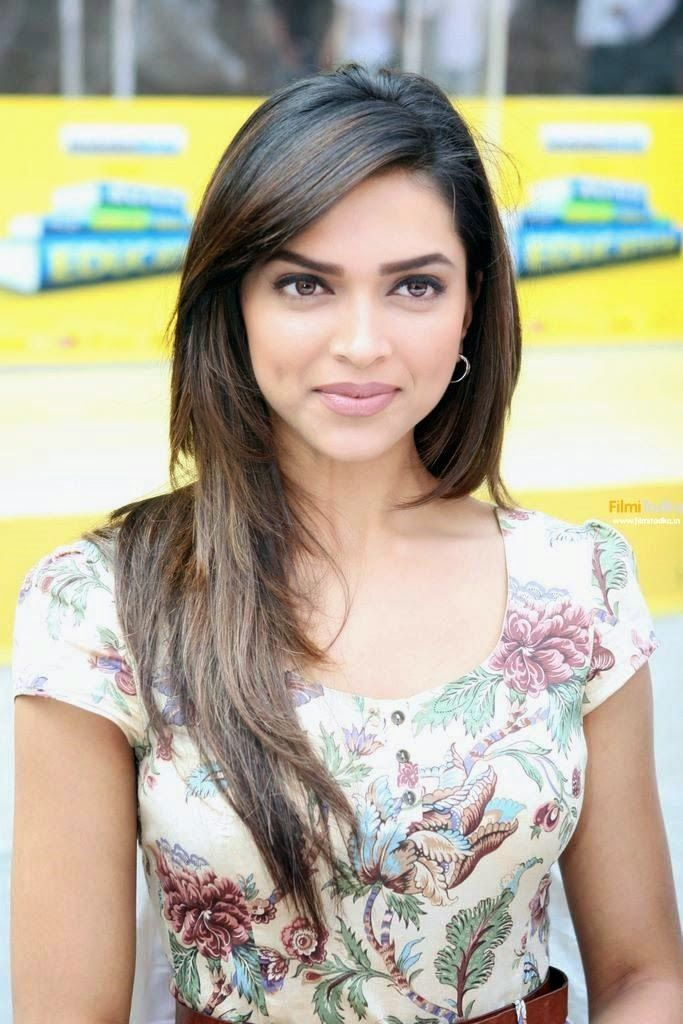 Deepika Padukone Cute smle