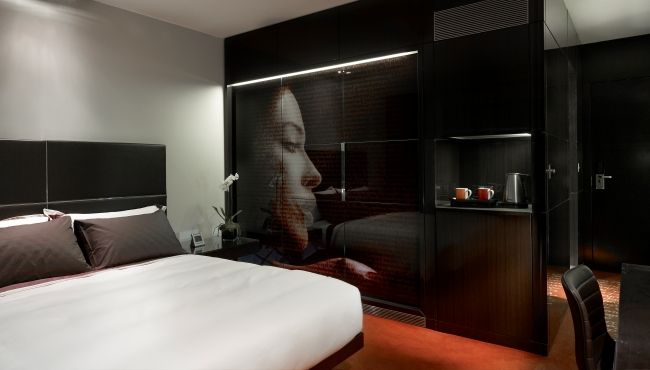 Westminster Bridge hotel room