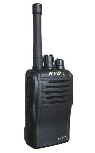 250-235  Jaktradio KYD 607 ( IP 67 )  m/vanntett øremic, dobbel bordlader Inkl 2 stk batteripakker 2300 mAh og belteklips