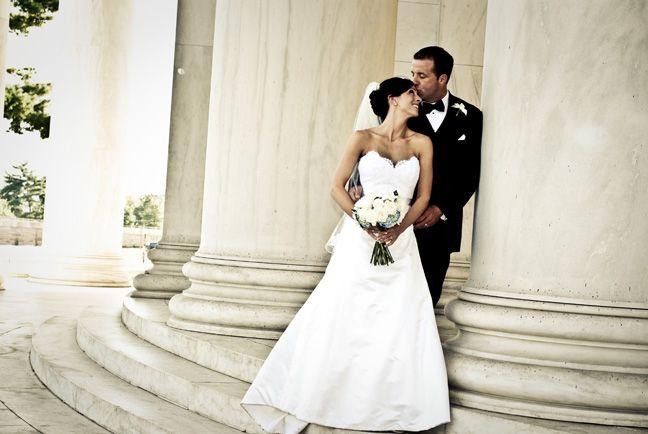 Jefferson Memorial wedding portrait