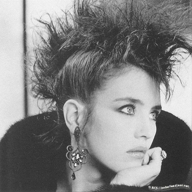 """1985 - Isabelle Adjani dans le film """"Subway"""" - la """"crête de coq"""" des punks portée par la comédienne la plus improbable pour ce style"""