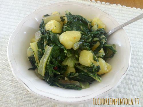 Bietole e patate è un contorno facile e buono da preparare, delle bietole o biete (quelle a costa larga) saltate in padella con un soffritto d'aglio con l'aggiunta di patate bollite a pezzetti.