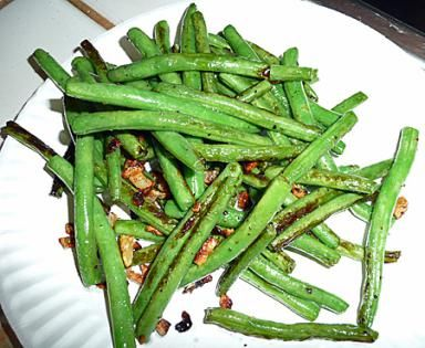 How to Cook Fresh Green Beans: This easy stir fry recipe makes it easy to cook up fresh green beans from a New England farm market or your own garden.