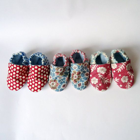 Super cute baby booties by Chi Chi Dee Handmade on Etsy.