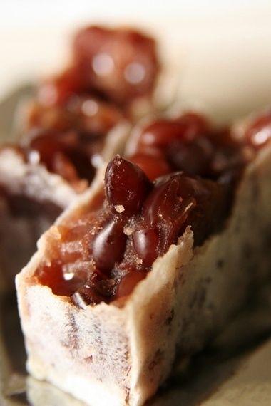 ここの「きんつば」は本当に美味しいと定評を持つ中田屋のきんつば。粒の揃った大納言小豆がぎっしりと詰まってて、甘すぎず、ふっくらとした「小豆本来の味」が楽しめるそうです。