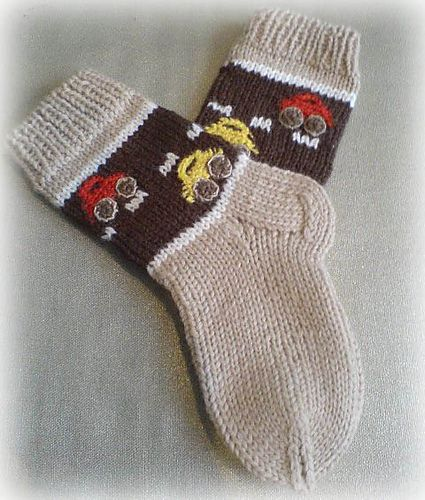 Socks With Cars Pattern by Iya Kryukova (Ravelry), free