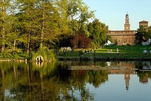 Il Parco Sempione è una grande zona verde della città di Milano la cui idea risale alla risistemazione del Castello Sforzesco.