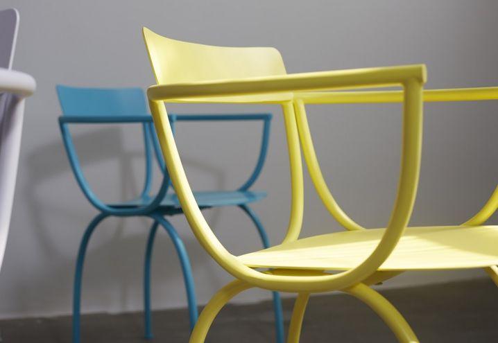 In primo piano il disegno della sedia Arch, progettata da Luca Nichetto per la nuova azienda Zao Zuo, presentata durante la BJDW 2015
