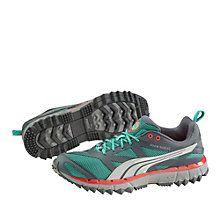 FAAS 500 TR Trail Laufschuhe :    Mit einem Höhenunterschied zwischen Ferse und Zehen von 4mm lässt dieser Schuh Läufer mehr mit dem Mittelfuß aufsetzen, was für Trailläufe besonders wichtig ist. Der neue FAAS 500 TR ist PUMAs funktionellster Traillaufschuh und für die Unerbittlichkeiten der härtesten Gelände geschaffen. Dieser Schuh gehört zur Kollektion FAAS Running und schafft ein leichtfüßiges Laufgefühl. Und wenn du zu schätzen weißt, dass er leicht ist, ausgezeichnet passt und eine…