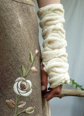 beautiful cable knit armwarmers: Fingerless Gloves, Sweetheart Arm, Inner Wild, Knits Mittens, Loose Sweaters, Sweetheart Warmers, Hands Warmers, Arm Warmers, Wrist Warmers