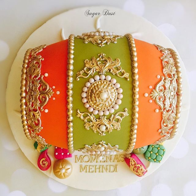 The orange and olive colours of this dholki cake reminds me of an Orla Kiely colour palette ✨  #throwback #dholkicake #mehndicake #sugardustbyamina