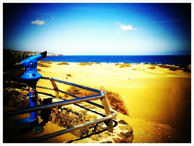 Mirando las dunas.