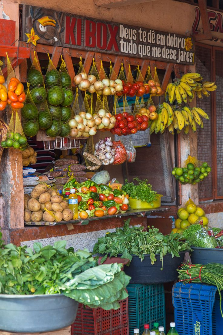 ... visitar os seus mercados de rua. / ... visiting its street markets. #belem #brazil #tapportugal