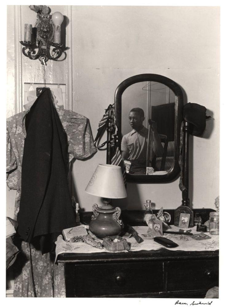 Aaron  Siskind. Harlem Man in Mirror