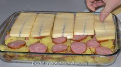 morbiflette 1,5 kg de pommes de terres (vapeur, gratin) - 2 beaux oignons - une saucisse 1/2 de Morteau 1 kg de Morbier - environ 25 cl de crème fraiche épaisse (un demi gros pot)