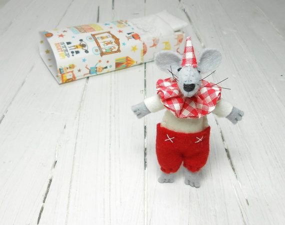 Cloth doll felt doll stuff felt animal miniature mouse circus #atelierpompadour #circuscostume #circusmaster #circus