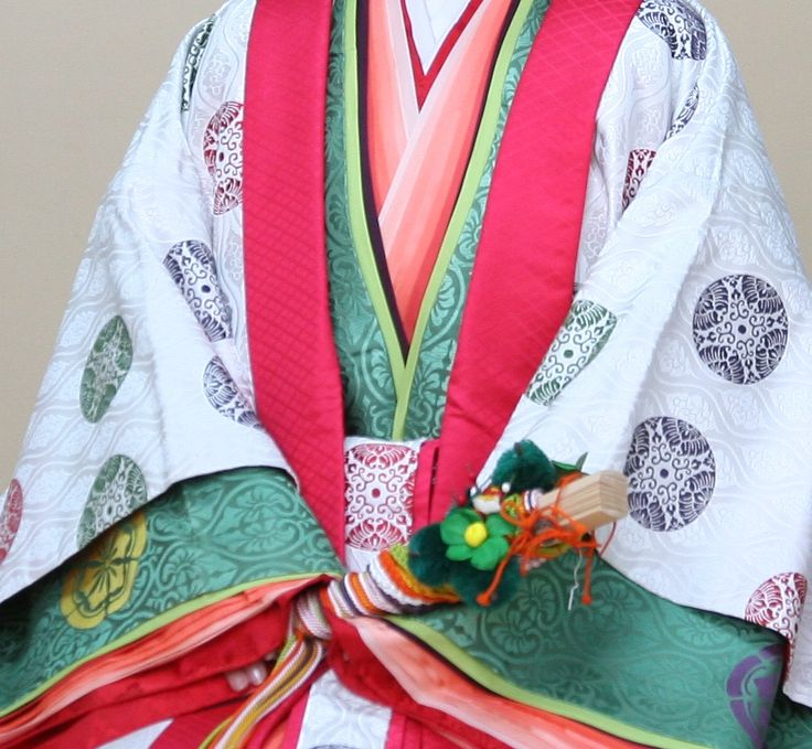 "The jūnihitoe (十二単衣) is an extremely elegant and highly complex kimono that was only worn by court-ladies in Heian Era Japan. Literally translated, it means ""twelve-layer robe"". More here: http://murasaki-ochaya.tumblr.com/post/48013274667/junihitoe-appreciation-post"