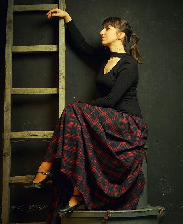 Przepiękna spódnica i fascynujący efekt sesji z @_yenec_ Modelka: Małgorzata Sadowska Spódnice z innych materiałów można zamówić przez nasz profil na Facebook'u :) #skirt #elegancka #dzikizachód #wildwest #randka #kino #moda #instakobieta #piekna #szykowna #krata #geek #czarna #czerwona #khaki #zielony #spódnica #oldskull #cosplay #tartan #woman #dark #rozkloszowanaspódnica #green #red #black #steampunk #baśń #drabina