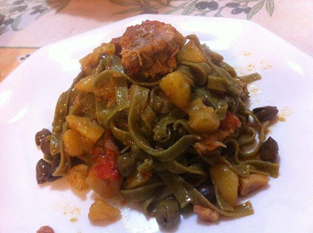 Tagliatelle con sugo di coniglio & patate ! Benvenuto Autunno #foodporn #tagliatelle #1kg #coniglio #patate #casa #goodlunch #instangood  Yummery - best recipes. Follow Us! #foodporn