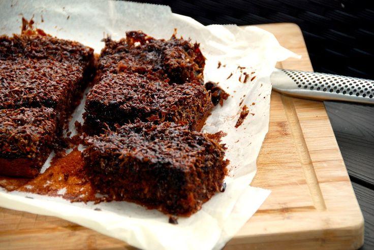 Her er den bedste opskrift på en fantastisk chokolade drømmekage, der er en klassisk drømmekage tilsat dejlig kakao. Til en chokolade drømmekage skal du bruge: 125 gram meget blødt smør 125 gram su…