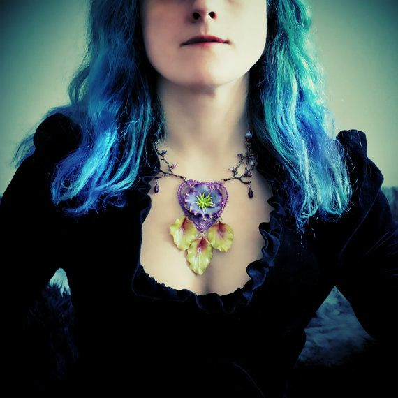 ANAMNESIS SYNDROME. Floral Heart Necklace : large flower and leaves, branches copper, glass beads, purple & green hues