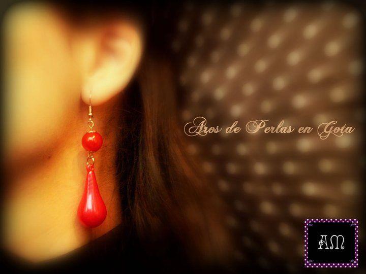 Aros de perlas en gota. Simples y Elegantes. Disponibles en rojo, verde, violeta, crema, azul marino, y rosa. AmapolasMoras - Complementos Flamencos