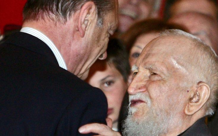 L'Abbé Pierre est promu Grand Croix de l'Ordre de la Légion d'honneur par Jacques Chirac
